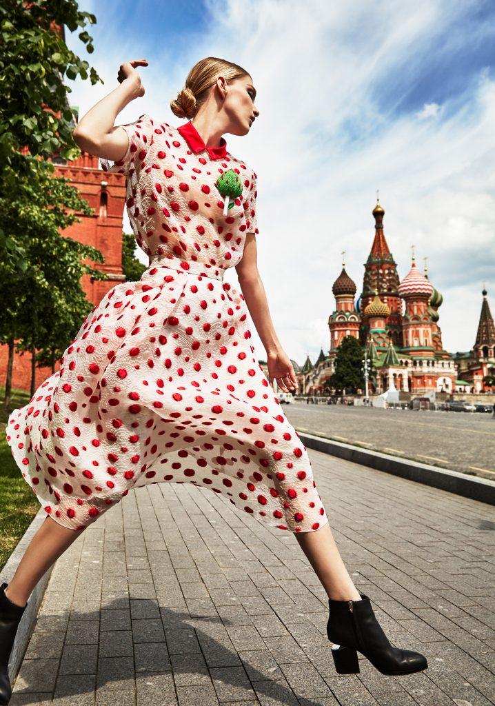 Блузка и юбка Tegin, брошь Alexander Arutyunov